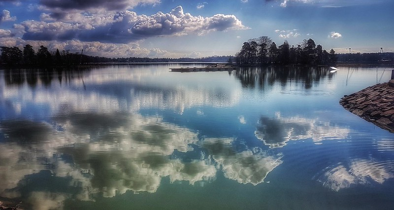 Cloud Reflections on the water - Helsinki, Finland - 11 May 2017 #helsinki #finland #suomi #nordic #baltic #espoo #keilasatama #keilaniemi #balticsea #samsungs7 #may2017 #11may2017 #cloudporn #cloudreflection #cloudreflections #myhelsinki #thursday #t