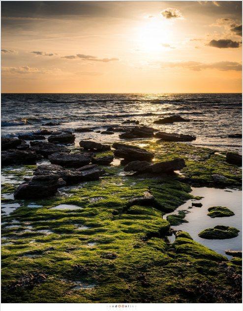 Langzaam maar zeker nadert de zon de horizon, maar wolken zijn in aantocht (Fujifilm GFX + GF63mm   ISO100   f/11   t=1/130sec)