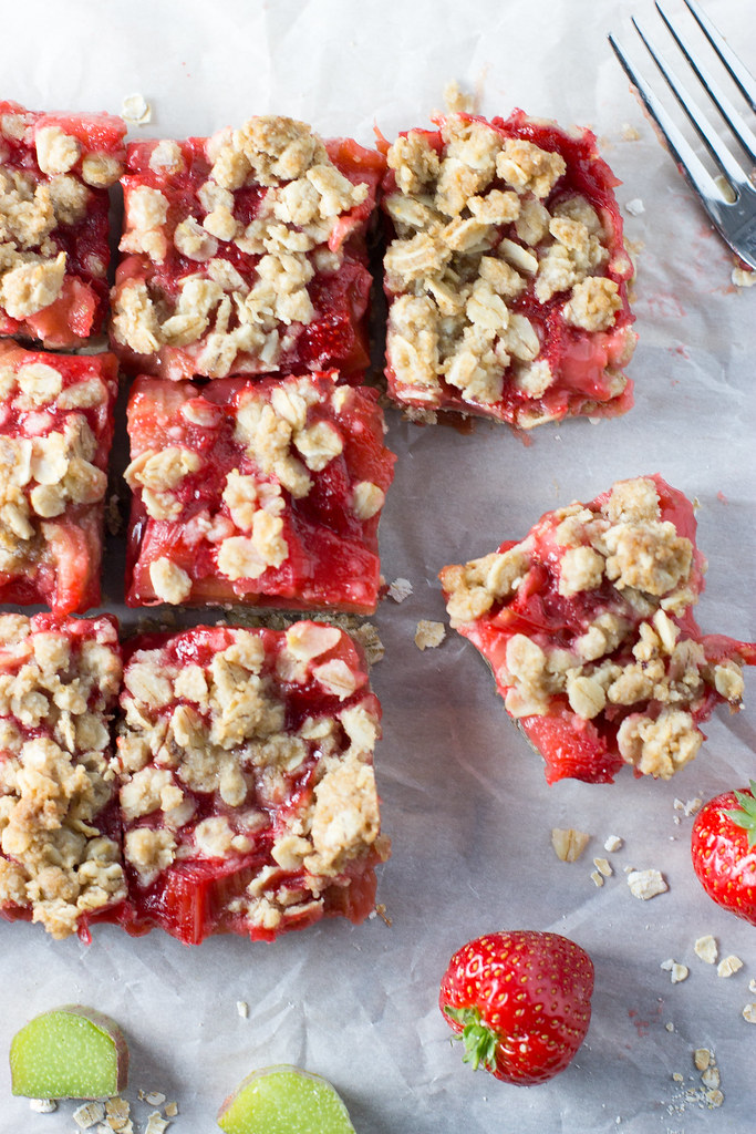 Strawberry rhubarb oat crumble bars.