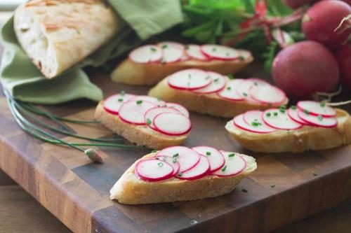 Radish Toasts