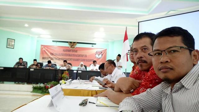 Ketua dan Sekretaris KPU Tulungagung Ikuti Rapim Di Sidoarjo (6/6)