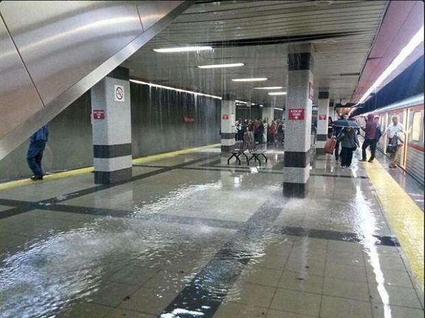 Metro'da yağmur yağması