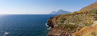 Westküste mit Salina im Hintergrund