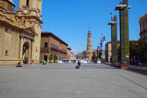 Veduta della piazza di fianco alla Cattedrale di Saragozza