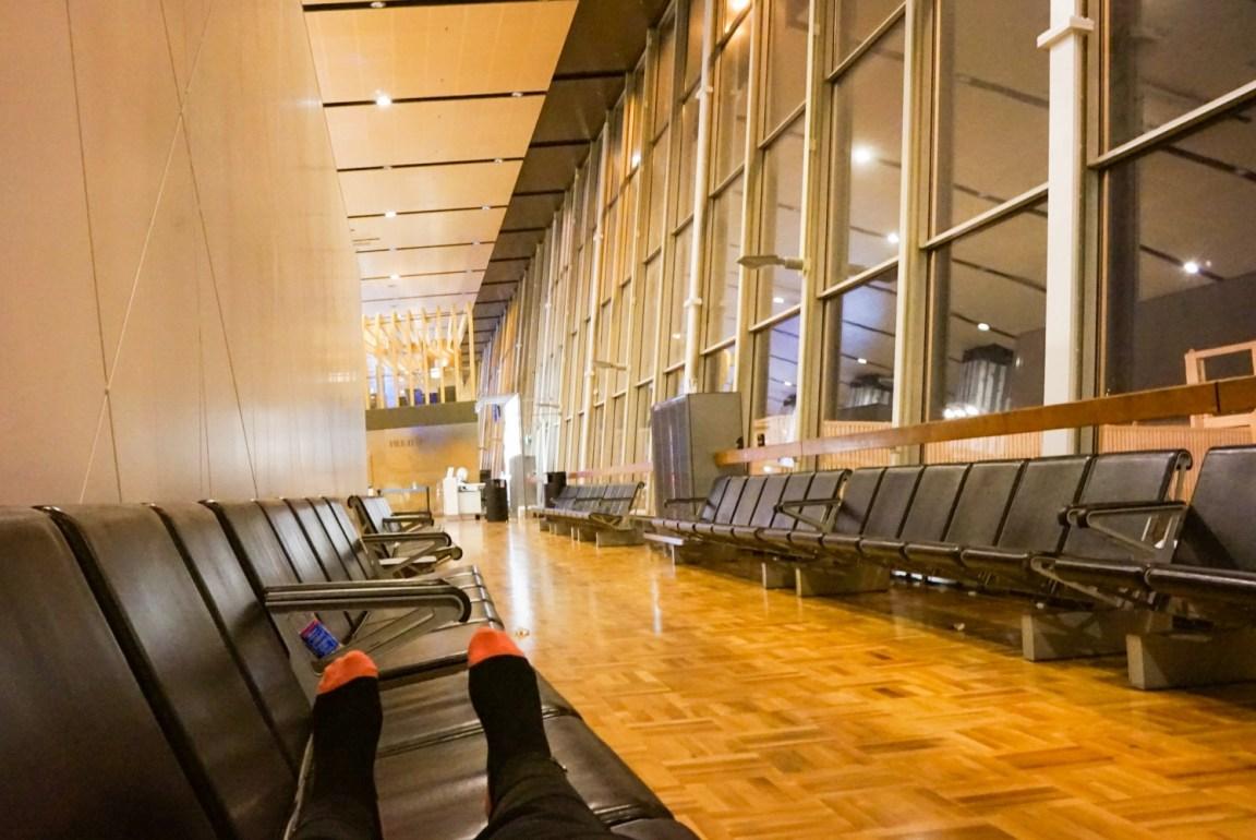 Finnair myöhässä - jouduin yöpymään lentokentän penkillä