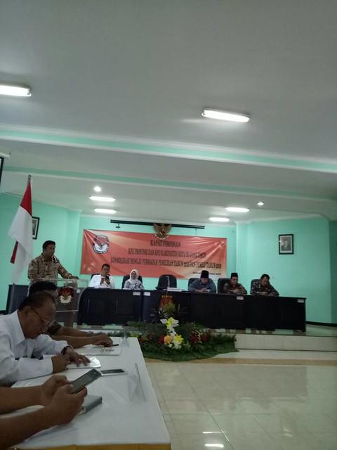 Ketua KPU Jatim Eko Sasmito Saat Menyampaikan Materi di Acara Rapim Sidoarjo (7/6)