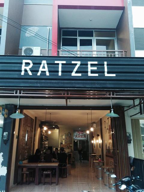 Ngabuburit asik di Ratzel cafe pekalongan