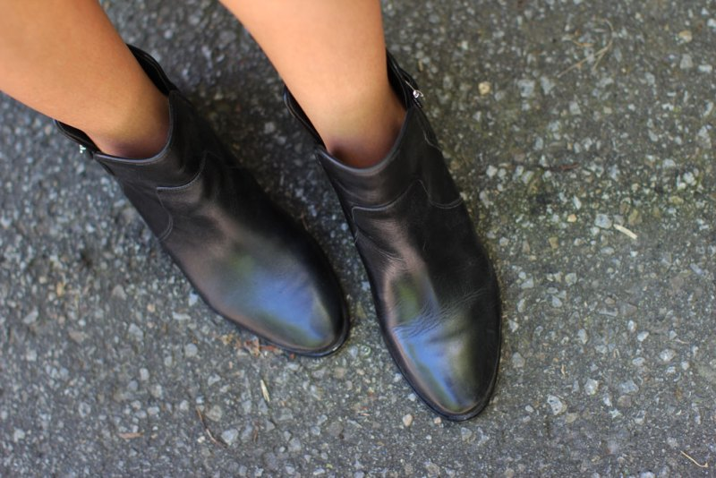 10_black_ankle_booties_michael_kors