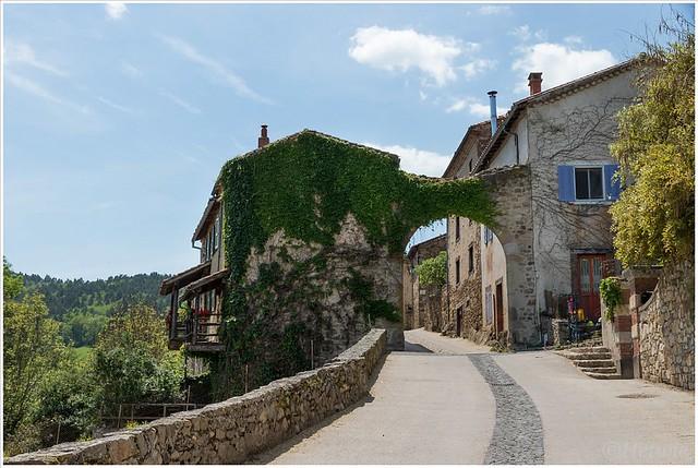 ingang naar het stadje Lavaudieu.