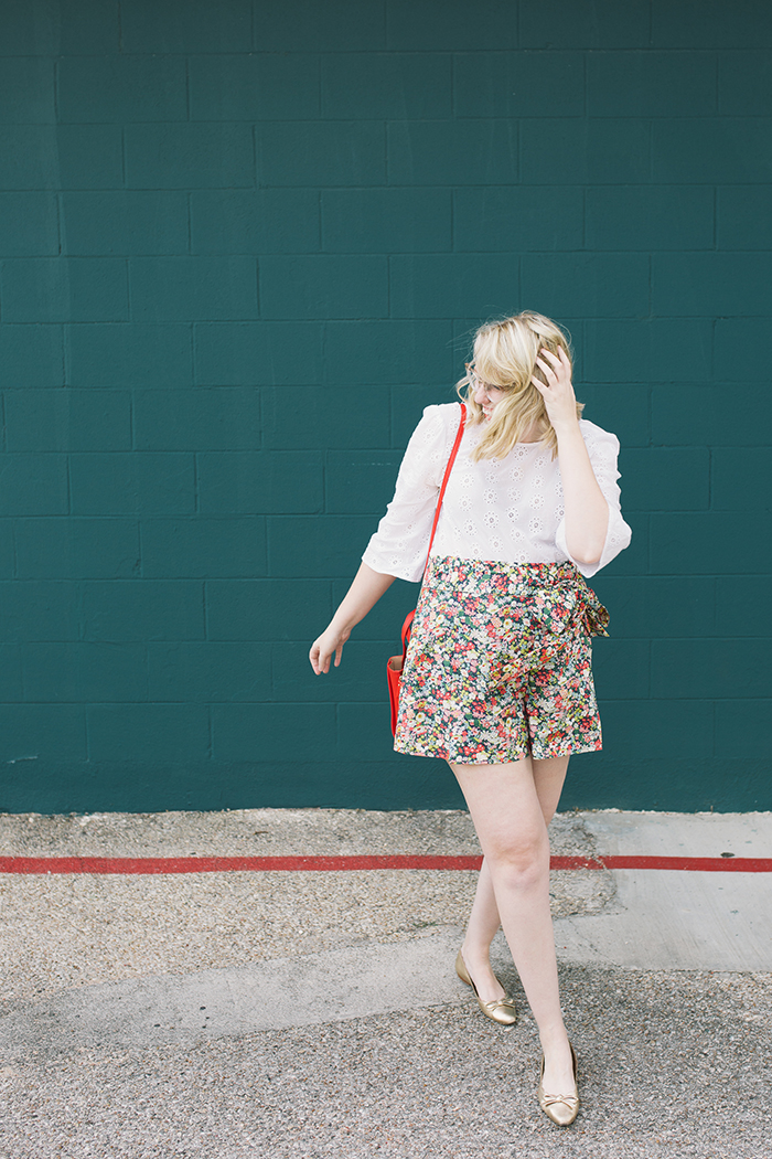 austin style blogger writes like a girl floral jcrew tie waist shorts14