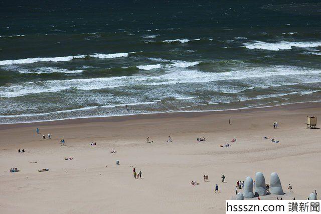 Monument-to-the-Drowned-–-Playa-Brava-Punta-del-Este-Maldonado-Uruguay-640x427_640_427