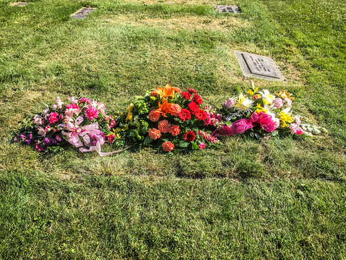 Merline Wright Grave Flowers-004