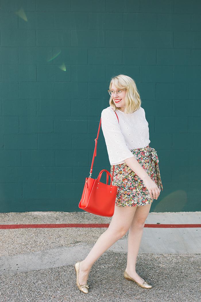 austin style blogger writes like a girl floral jcrew tie waist shorts12