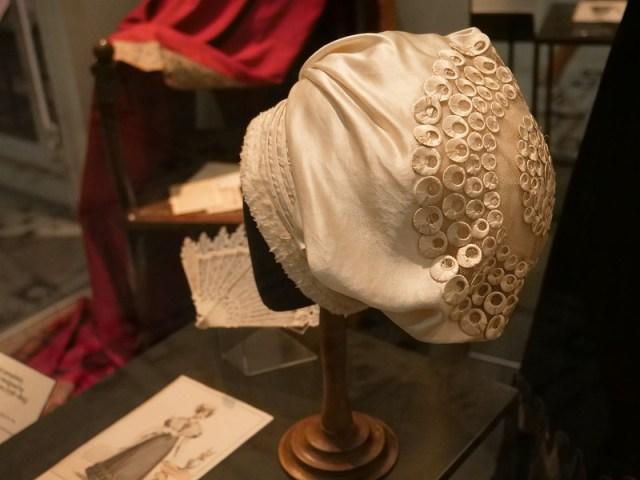 Victoria & Albert Museum di Londra - Abiti in mostra nella
