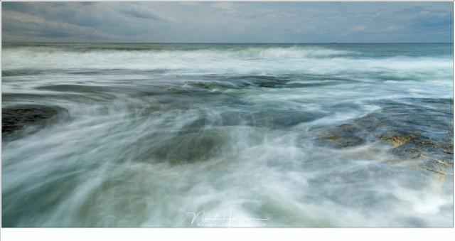 Inkomende vloed; het water is onstuitbaar (EOS 5D mark IV + EF24-70L II @ 24mm | ISO100 | f/16 | t=2 sec met Lee ND0,9 (3 stops grijsfilter))