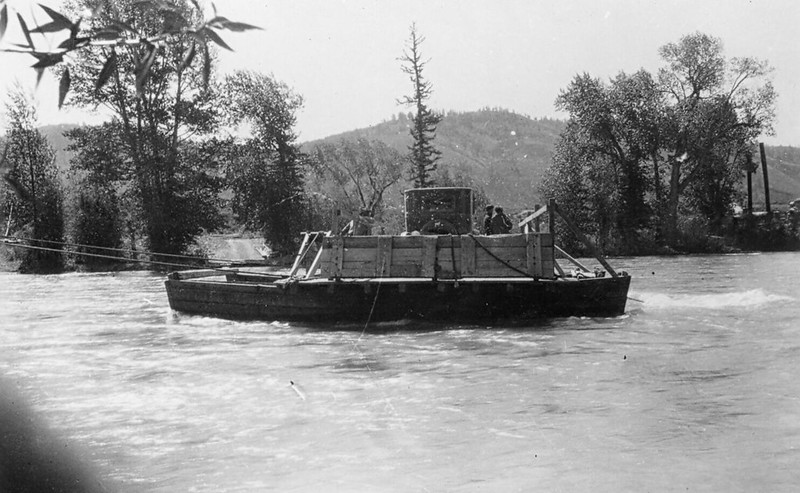 Another early ferry photo from before the river was bridged. Note the early 20th century auto on the ferry and the dirt road on the far side leading from the ferry landing.