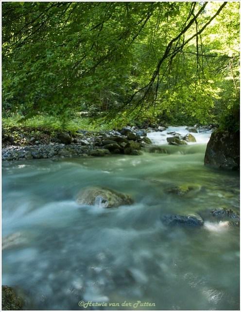 Het snelstromende water