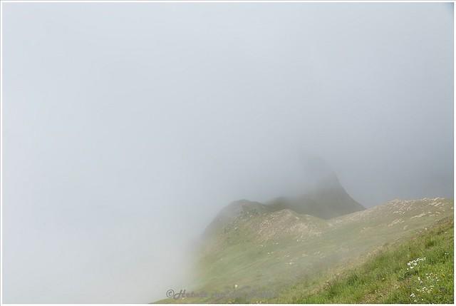 laaghangende bewolking boven de Hoch Alpen Straße