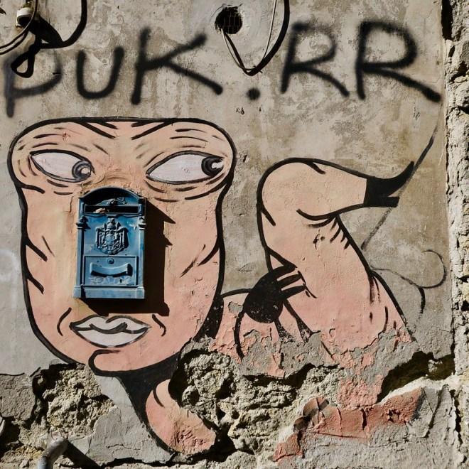 Mailbox Face Streetart w Crack