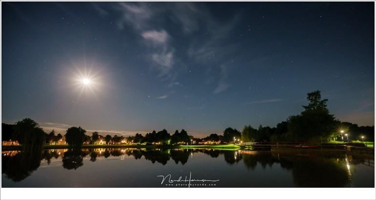 In het licht van de volle Maan is het nut van het filter te verwaarlozen. Het maanlicht overheerst alles. (Sony A9 + FE 16-35mm f/4 ZA OSS @ 16mm | ISO1600 | f/5,6 | t=13sec | PureNIght)