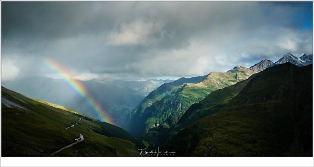 Een regenboog, hoog boven het dal waar Heiligenblut in verborgen ligt. Dit zijn de hoogste bergen van Oostenrijk (Sony A9 + FE 16-35mm @ 35mm | ISO400 | f/11 | 1/800 | Haida polarisatie)