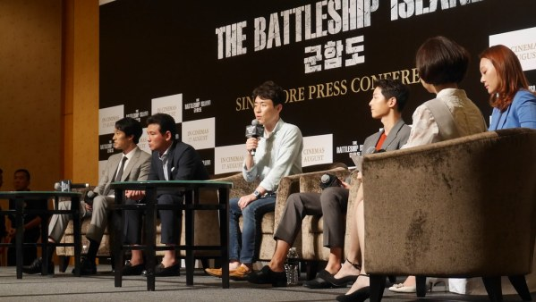 Director Ryoo Seung-wan addresses the audience during The Battleship Island press conference.
