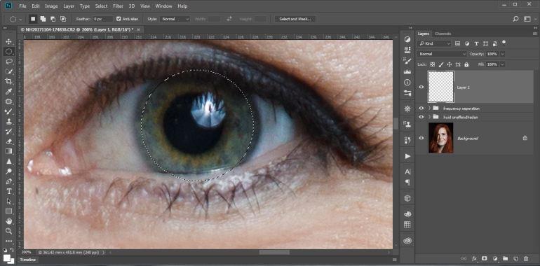 Maak een selectie van het oog. Zorg dat je ruim binnen de rand van de iris zit. Het positioneren van de selectie kan tijden het maken eenvoudig verplaatst worden door de [SPATIEBALK] erbij in te drukken. Doe dit voor een van beide ogen, en niet voor beide ogen tegelijkertijd.