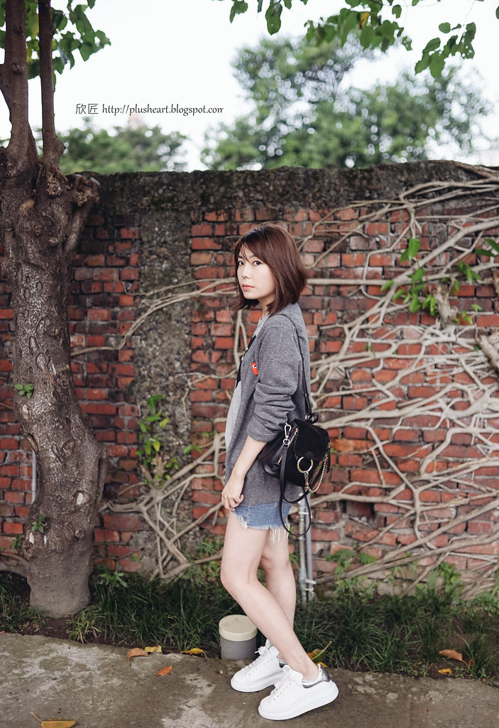 ▌Outfit ▌ 臭臉匠:CDGP針織毛衣 + Chloe Faye mini Backpack + Alexader Mcqueen厚底小白鞋