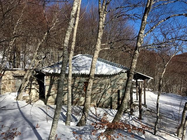 refuge hut on mount pelion