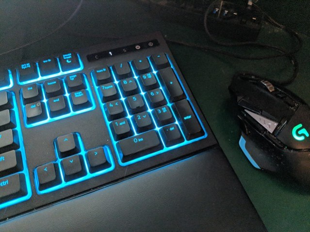 A picture of the numberpad on my keyboard and also the mouse