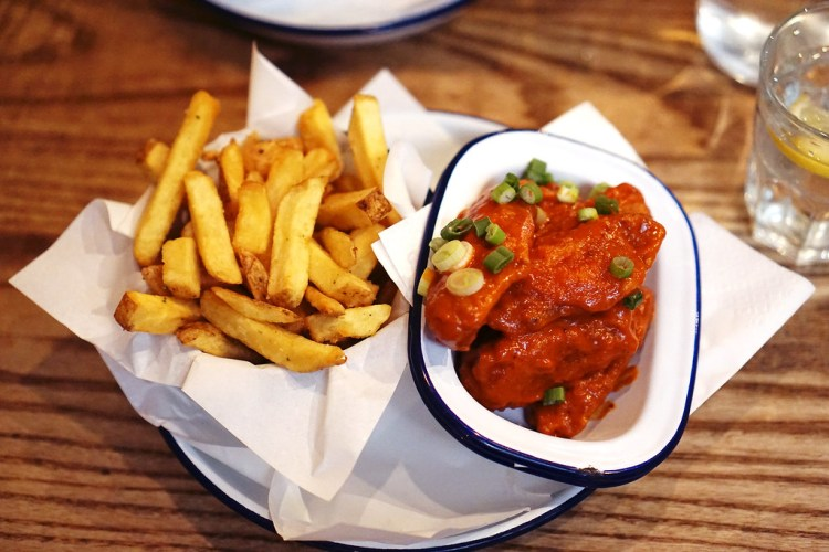 Gluten free chipotle BBQ wings and chips from Honest Burgers | gluten free chicken and chips guide | London | UK