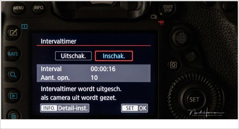 Voor continu achter elkaar een vastgesteld aantal foto's te maken moet de intervaltijd 1 seconde langer zijn dan de ingestelde sluitertijd