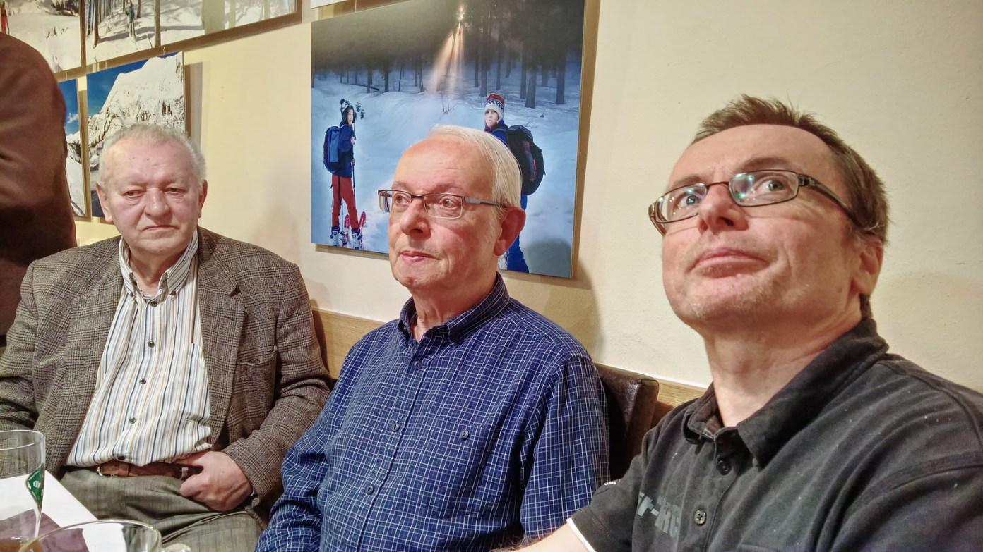 Autor (vpravo) se členy místního fotoklubu