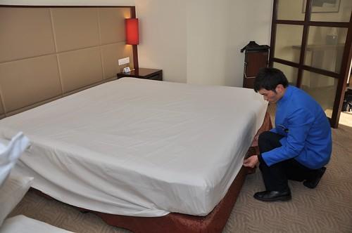 Housekeeping Making A Bed Li Helen Flickr