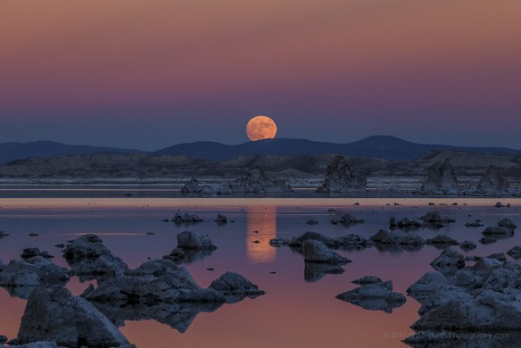 Mono Lake Tufa State Natural Reserve: Super Moon Rise