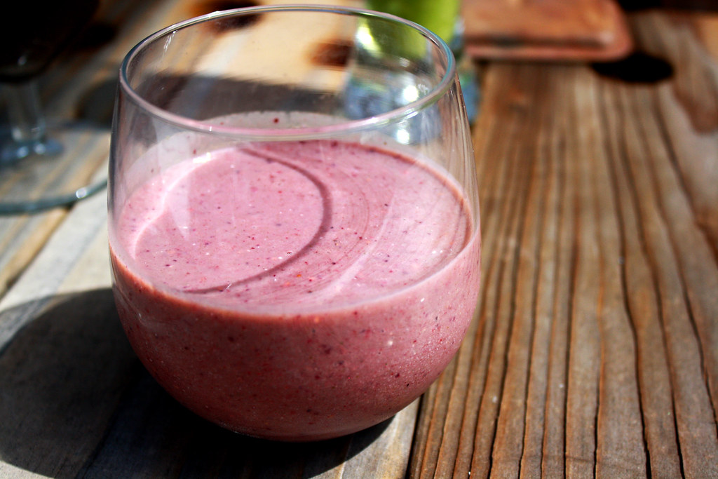 peanut butter berry oatmeal smoothie