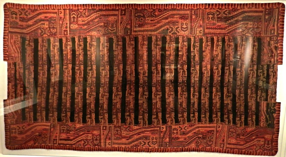 Museo Larco Lima Perú galeria textil manto Paracas 03
