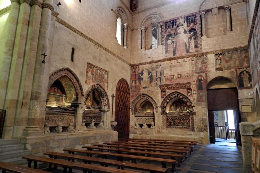 Sepulcros del brazo sur del crucero de la Catedral Vieja de Salamanca 02