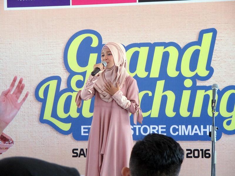 Dewi Fatimah perform di Grand Launching Ethica Store Cimahi | Hola Darla