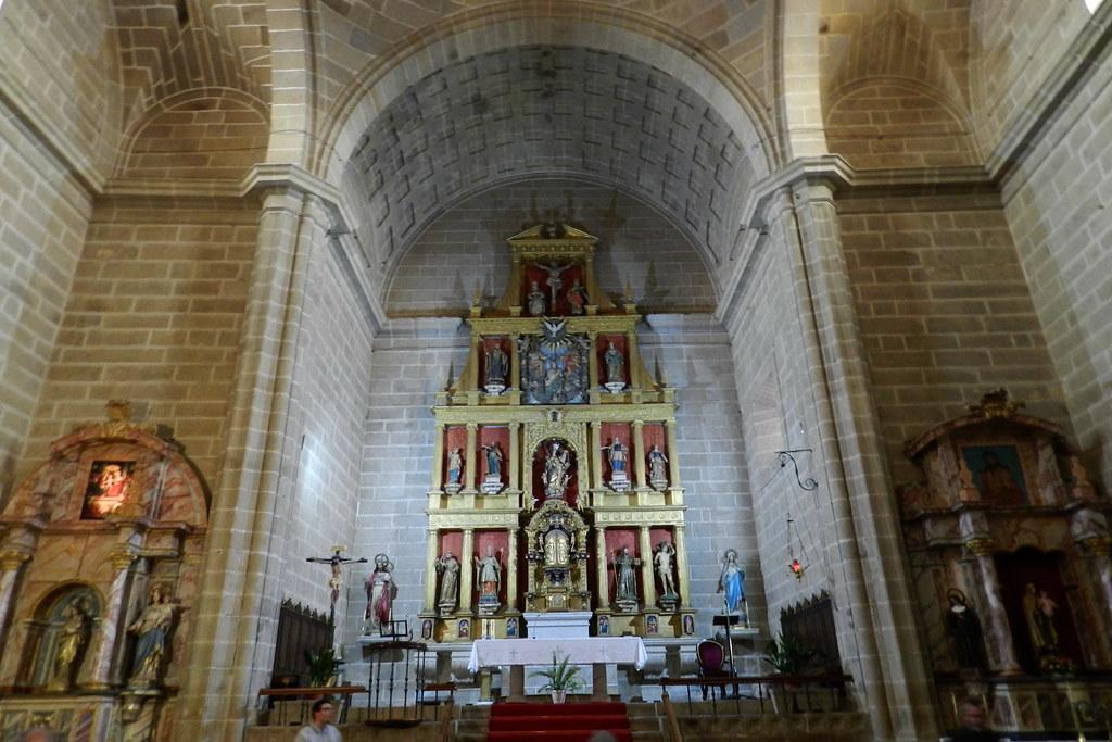 nave central retablo Iglesia Nuestra Señora de la Asuncion Lumbrales Salamanca 03