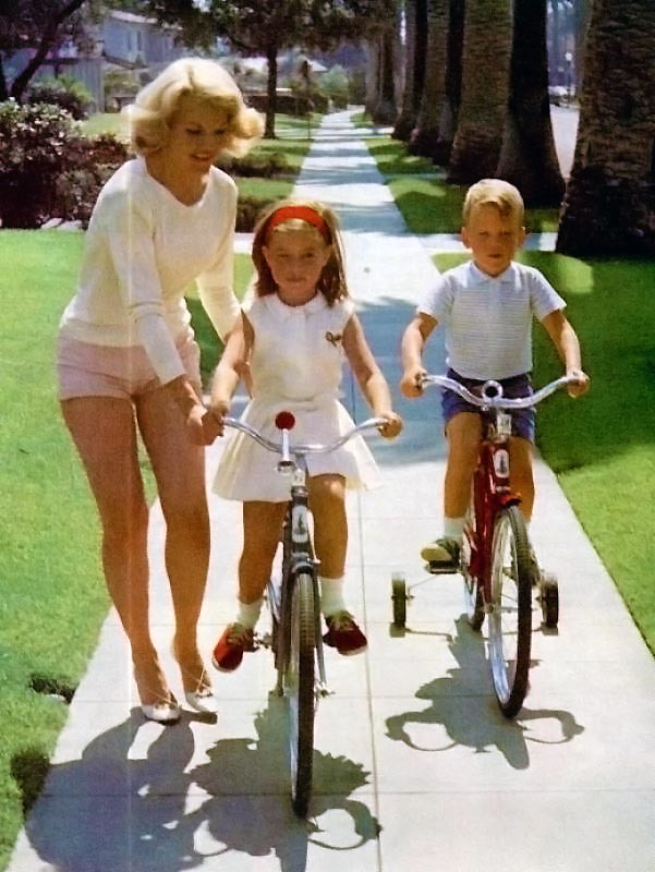 Retrospace Foxy Ladies 29 Babes On Bikes