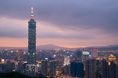Taipei 101, the world's tallest building during 2004-2009.