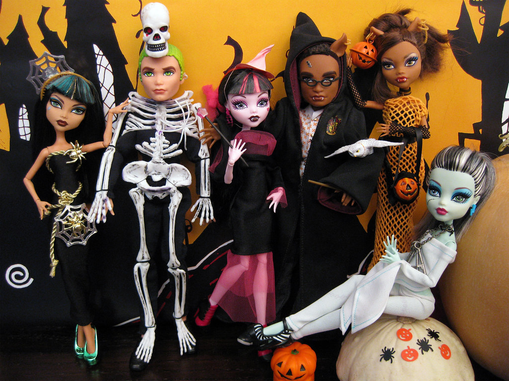 It S Halloween At Monster High