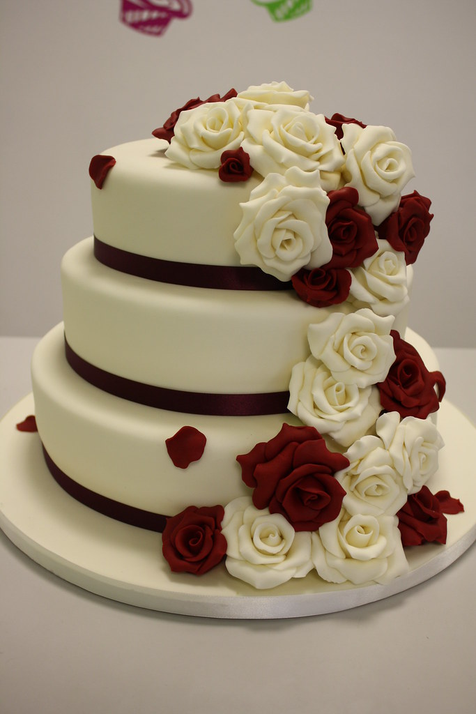 CAKE IVORY AND RUBY RED Jules Enquiriescakechesterco