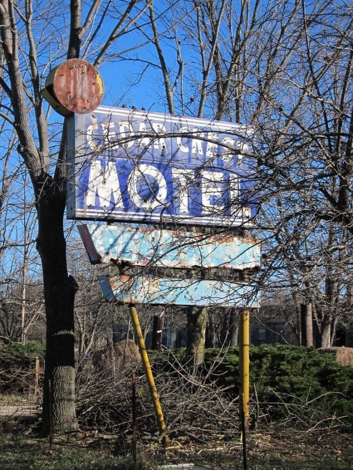 Cedar Crest Motel sign