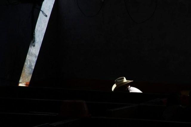 anónimo con sombrero