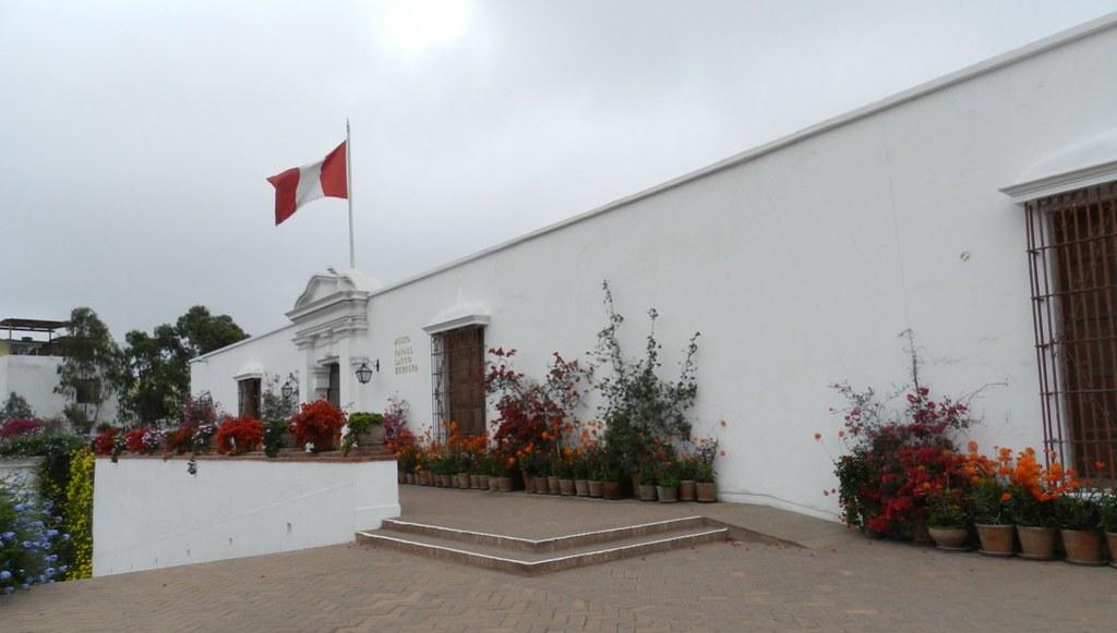 Museo Larco entrada Lima Perú 01