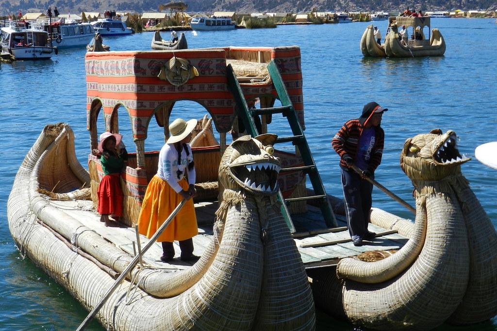 Lago Titicaca Islas de los Uros su gente Peru 26