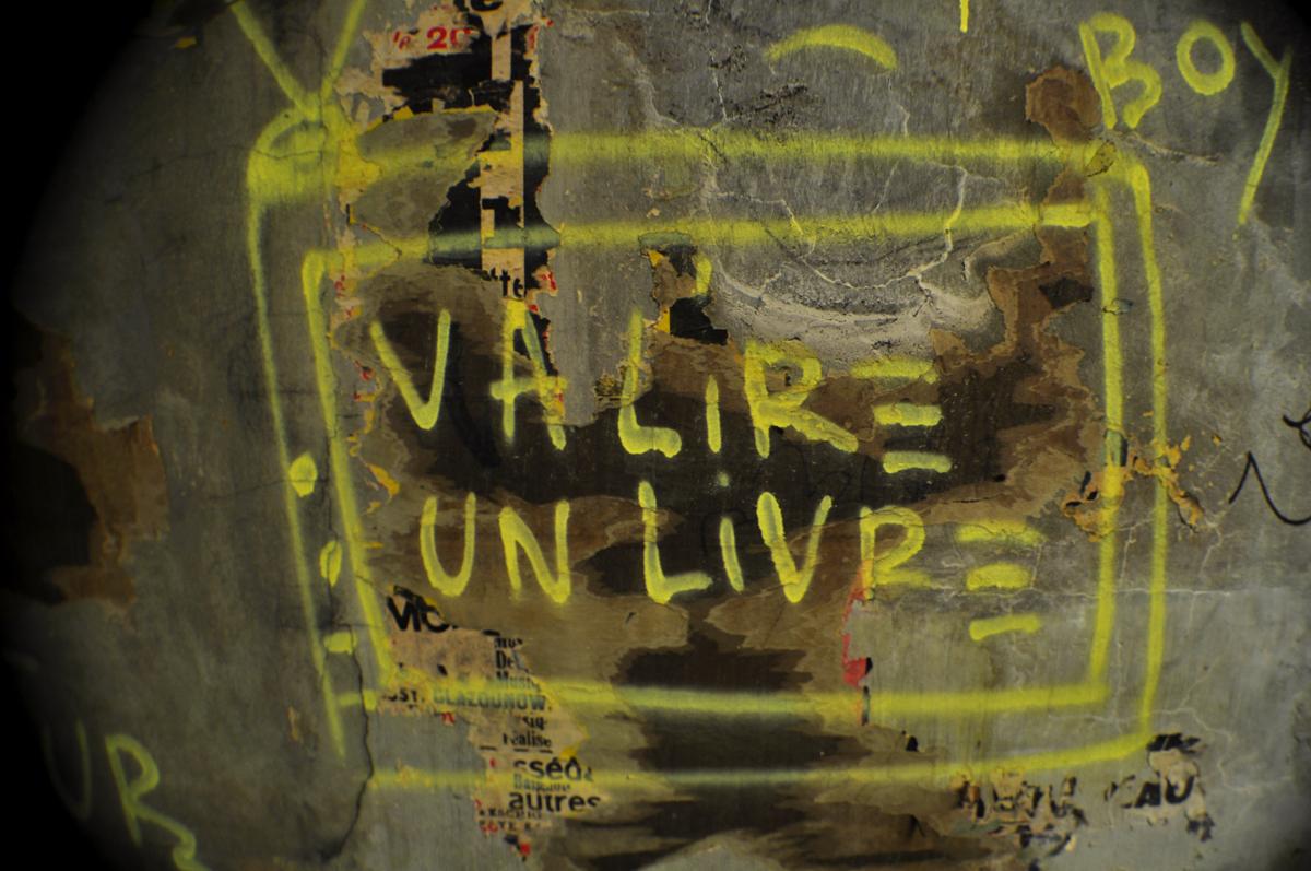 VA LIRE UN LIVRE