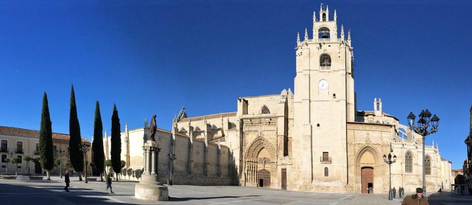 Fachada sur Catedral de San Antolin Palencia 02